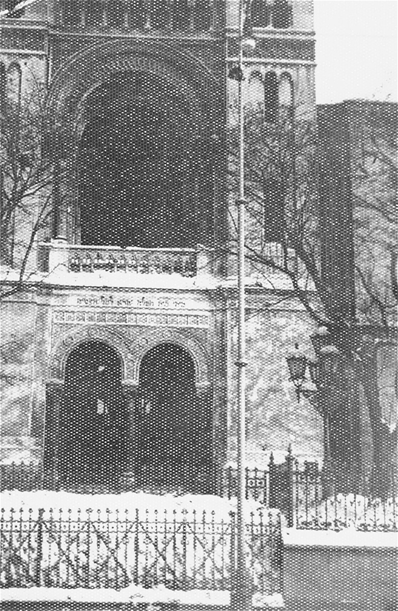 View of the destroyed reform synagogue on Kosciuszko Boulevard in Lodz.