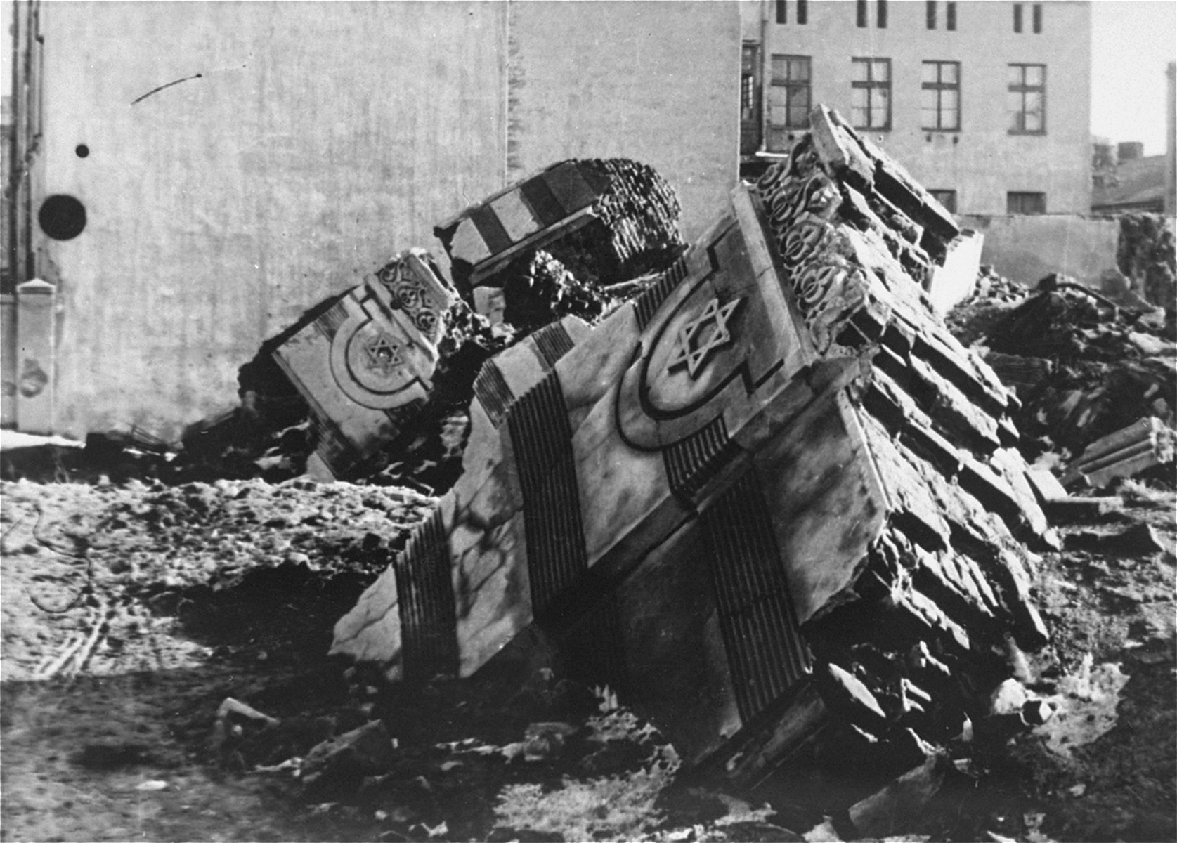 Ruins of a destroyed synagogue on Wolborska Street, which was blown up by the German authorities.