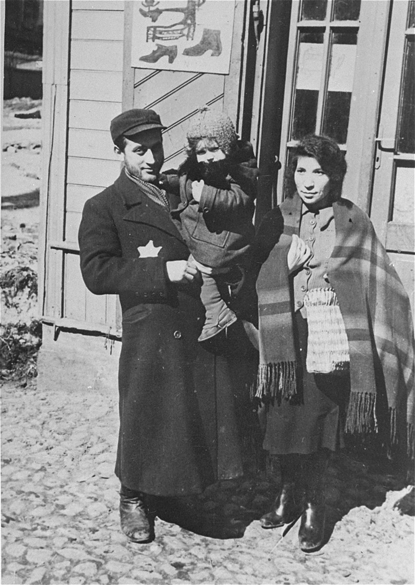 Portrait of a Jewish family in the Lodz ghetto.