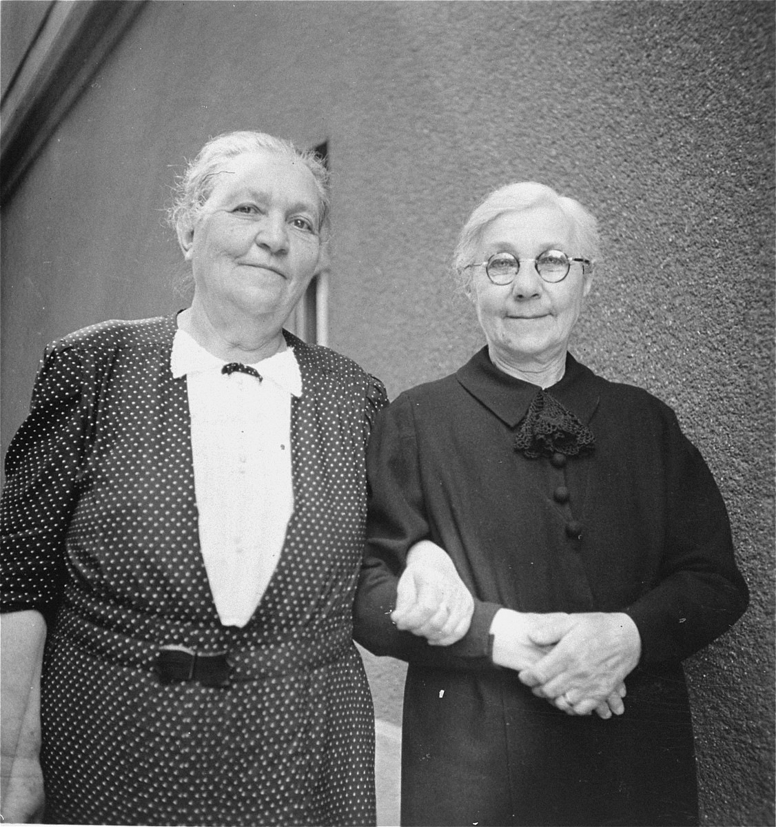 Portrait of two elderly Jewish women in Budapest.  Pictured are Regina Kornhauser (left) and Malvina (Spitzer) Kornhauser (right), the grandmother and great aunt of Gyorgy Pick.