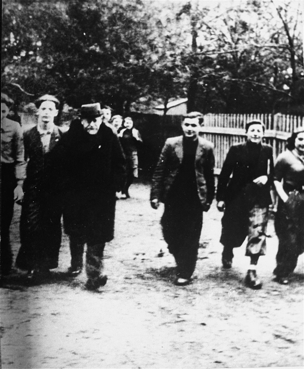 Janusz Korczak departs after his lecture to a group of Zionist youth leaders [Halutzim Tziirim].