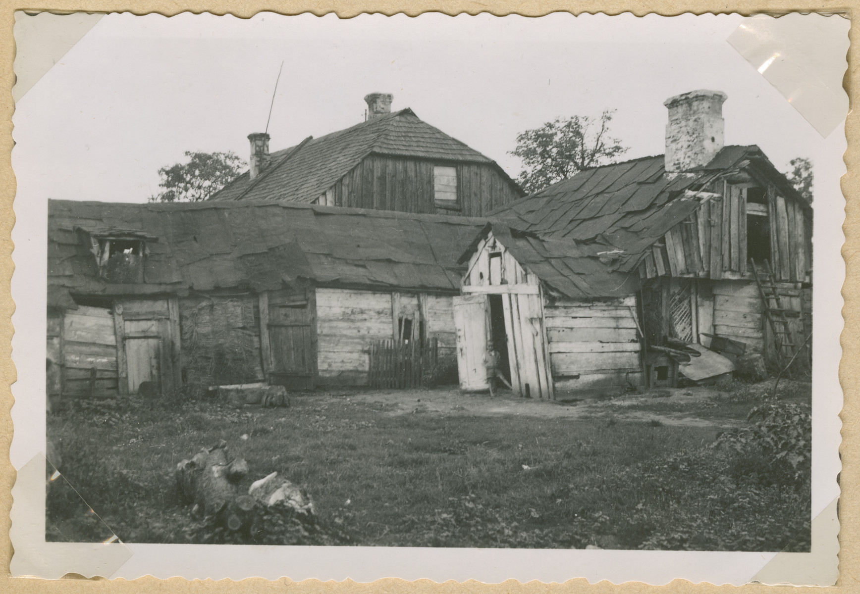 An exterior photograph of a wooden house in an unidentified town in Poland.