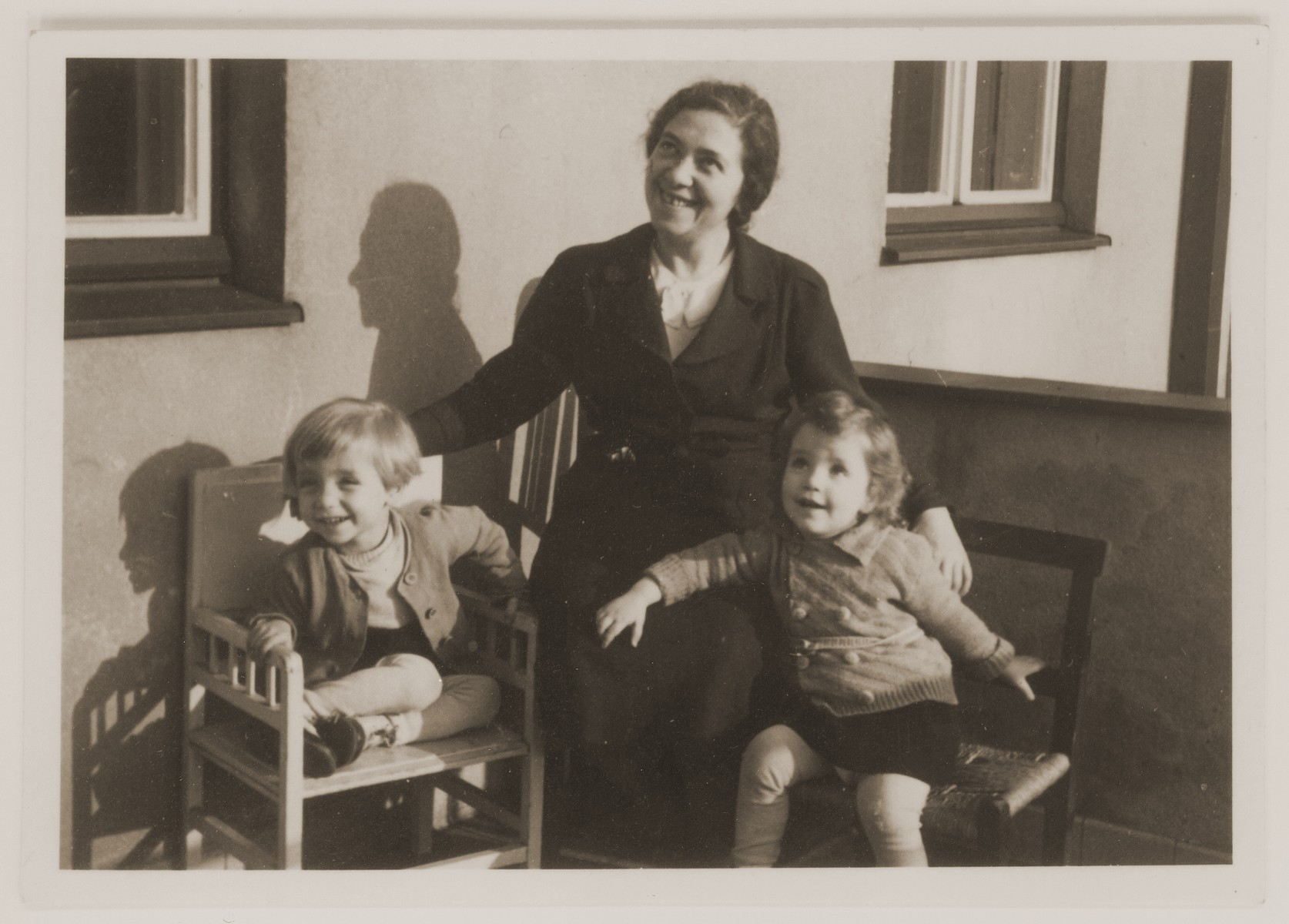 Ita Guttmann with her twin children, Rene and Renate.