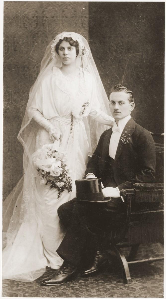 Wedding portrait of Elsa Schimmel and Max Spritzer.  The wedding took place in the Seitenstettin synagogue in Vienna.