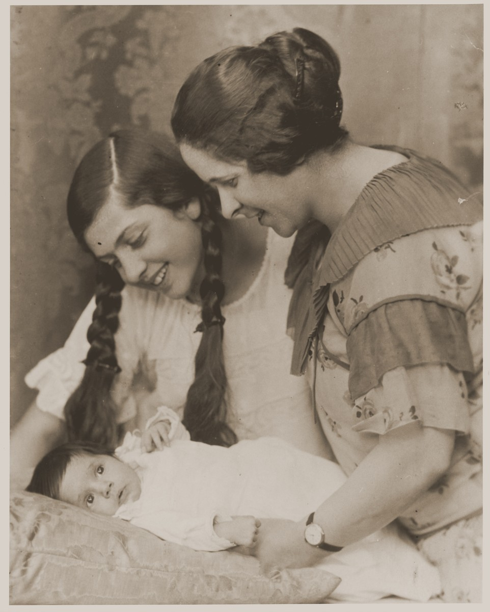 Lore Gotthelf, as an infant, with her mother, Gertrud, and half-sister, Friedel.