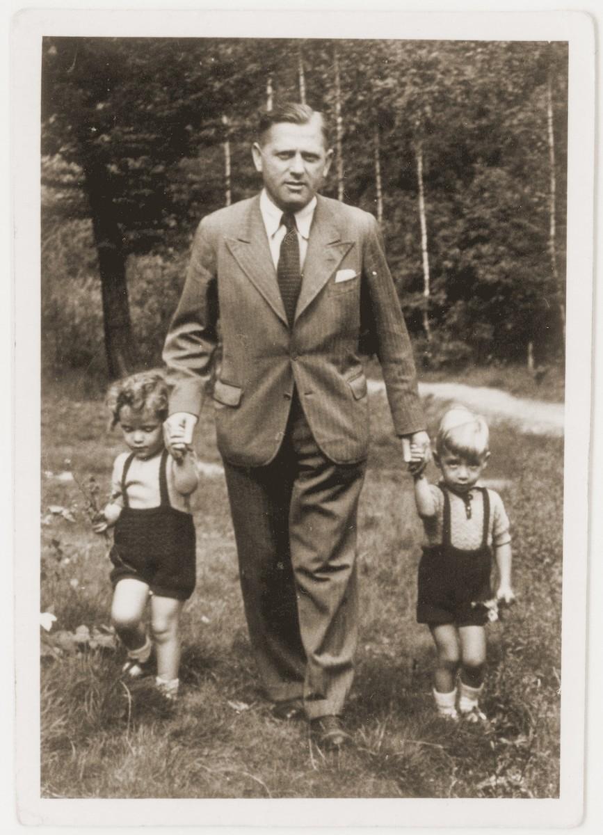 Herbert Guttmann walks outside with his twin children, Rene and Renate.