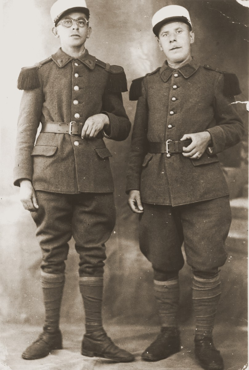Portrait of two Jewish members of the French foreign legion, Abraham van der Welde (right) and Abram Bluschtein(?).