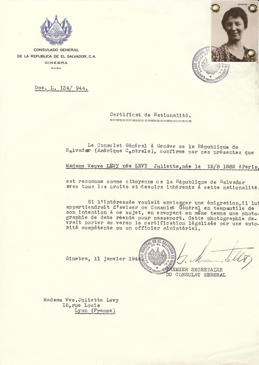 Unauthorized Salvadoran citizenship certificate issued to Juliette Levy (b. August 18, 1882 in Paris) by George Mandel-Mantello, First Secretary of the Salvadoran Consulate in Switzerland and sent to her in Lyon.
