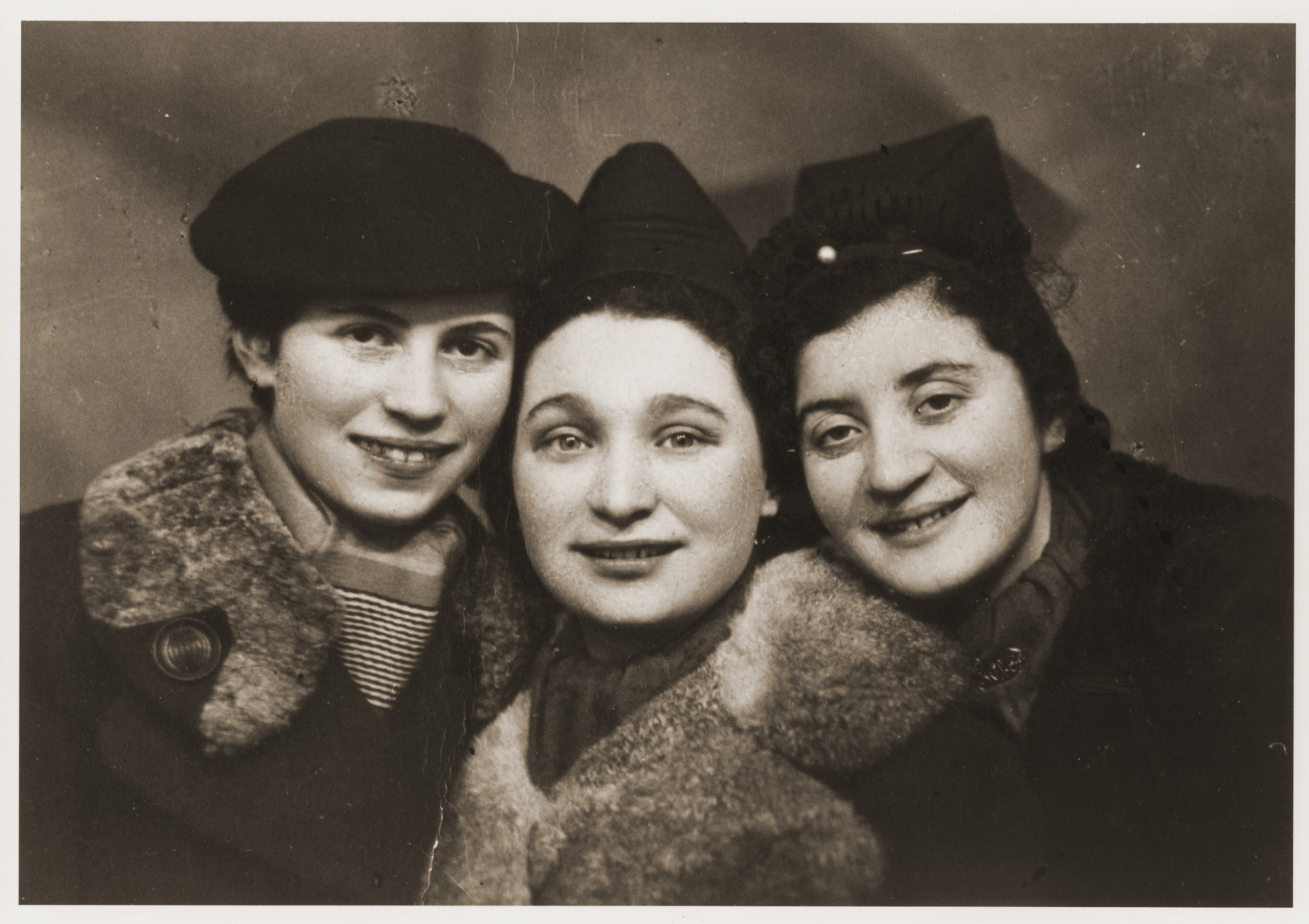 Studio portrait of three Jewish girlfriends in Kalisz, Poland.  Among those pictured is Elli Grinberg.