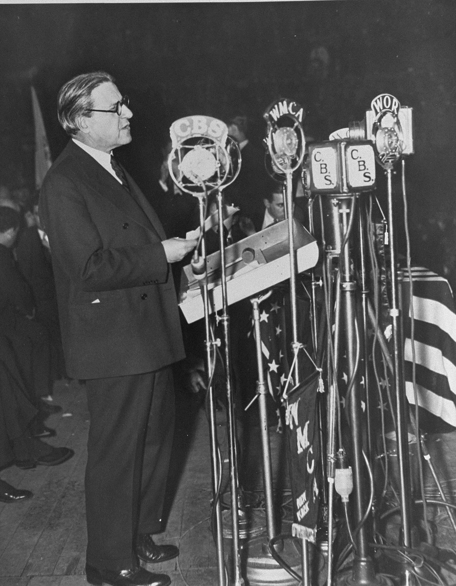 Rabbi Stephen S. Wise delivers an address at a mass meeting to protest the Nazi persecution of German Jews that took place at Madison Square Garden.    The meeting concluded a day of prayer and fasting declared by American rabbinical authorities.
