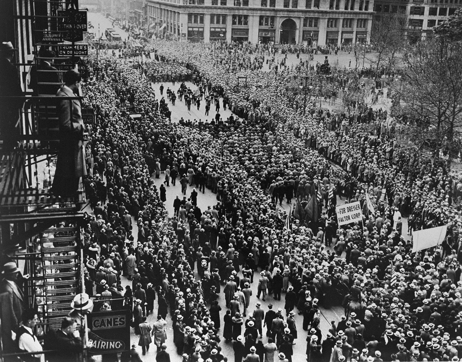 An estimated 100,000 people participate in a march from Madison Square Garden to the Battery to protest the Nazi persecution of German Jews.