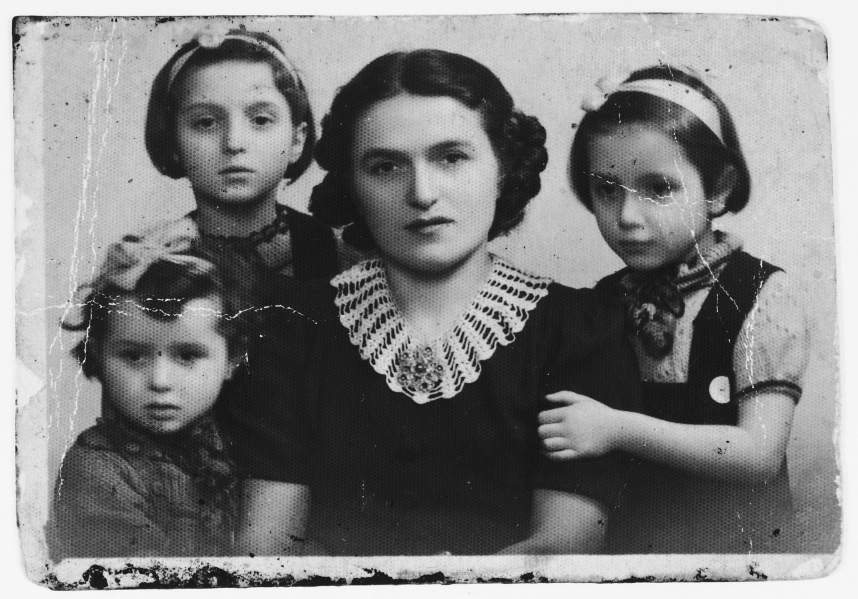 A Jewish mother poses with her three daughters.  Pictured are Fani, Flora, Charlotte and Betty Mendelowicz.