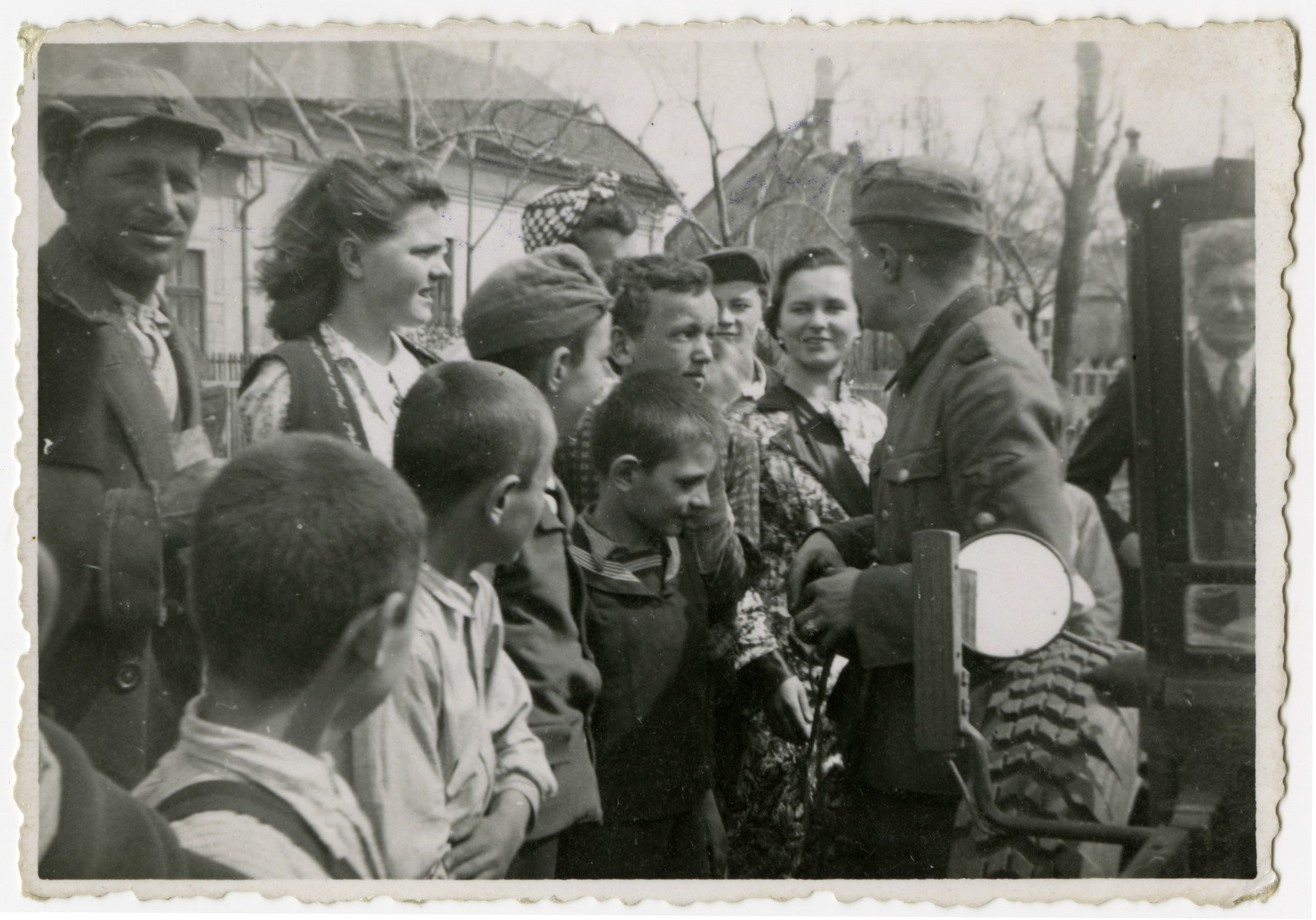 A German soldier meets young Hungarians in Szeged.