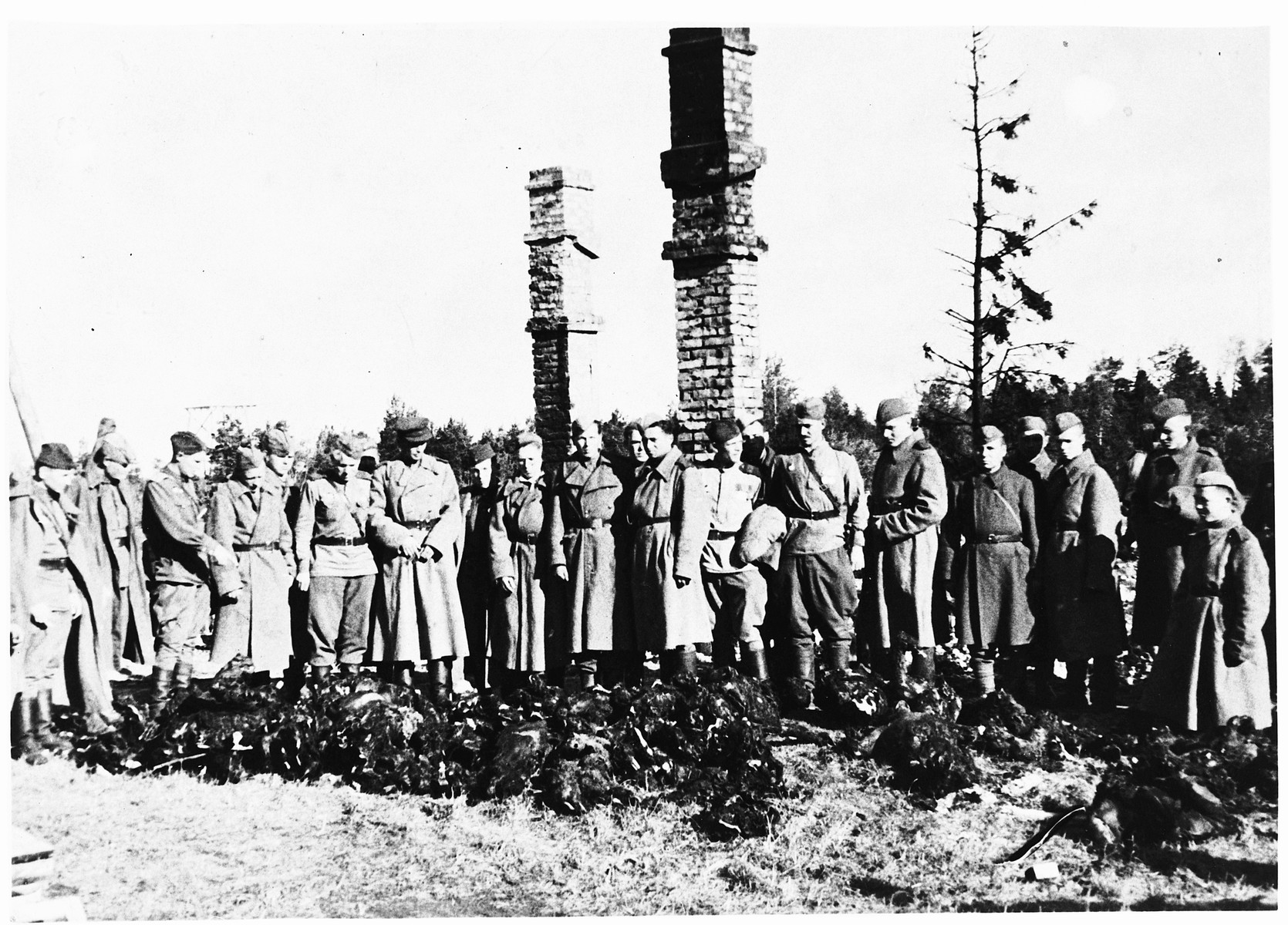 Soviet soldiers and war crimes investigators view the bodies of prisoners that were stacked on a pyre in the Klooga concentration camp.