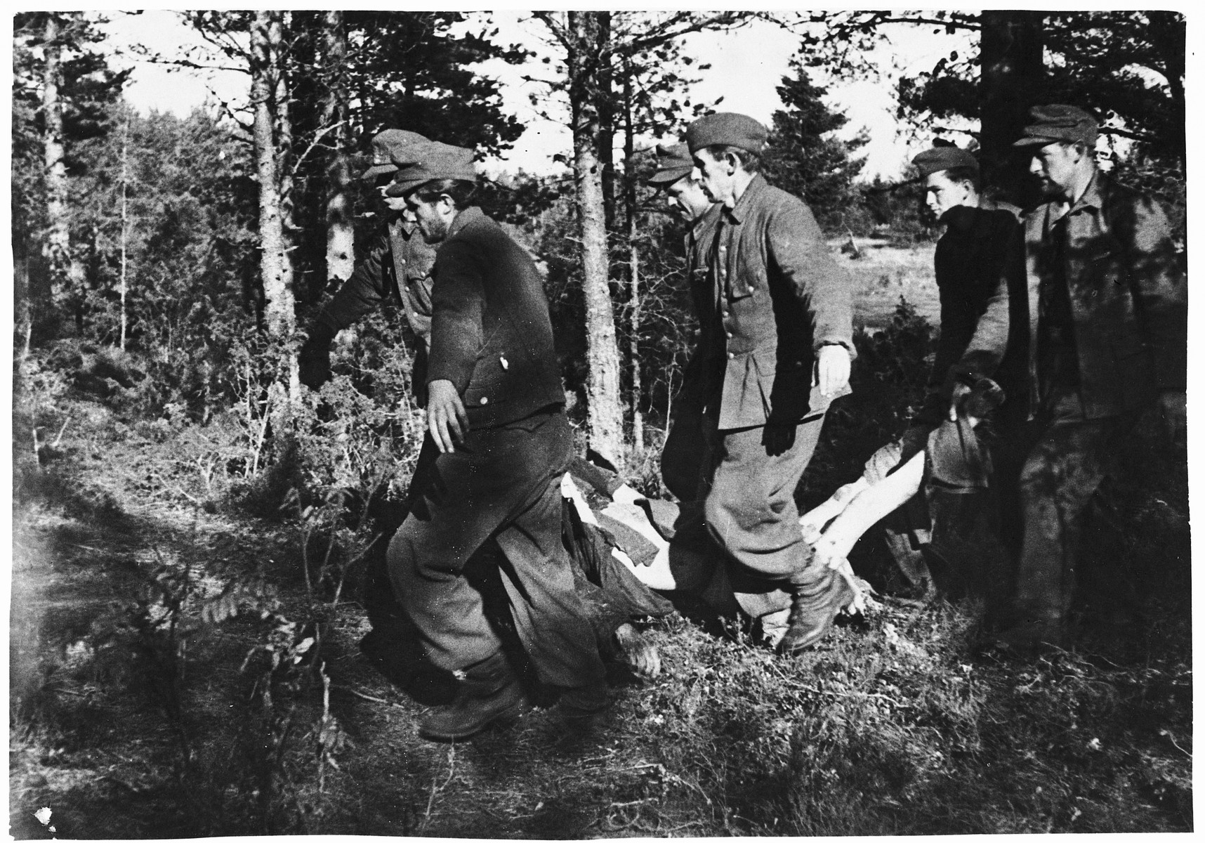 German POWs are forced to remove the corpses of Klooga prisoners to a burial site.