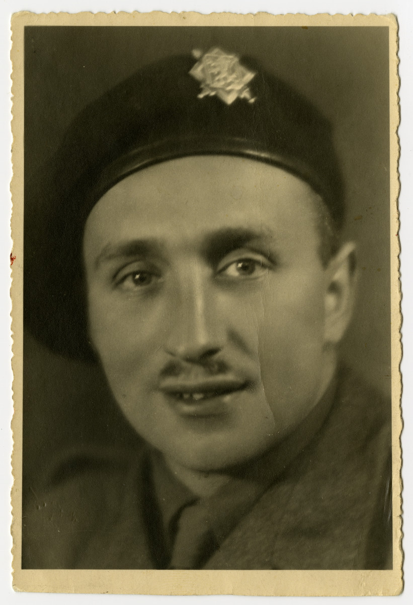 A portrait of Oscar Lowy in his military uniform.