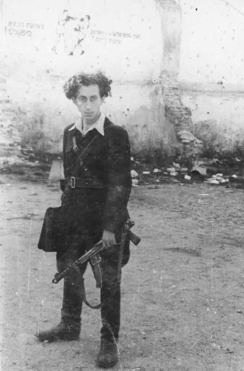 Portrait of Abba Kovner holding a gun in Vilna after the fall of the city to the Red Army.