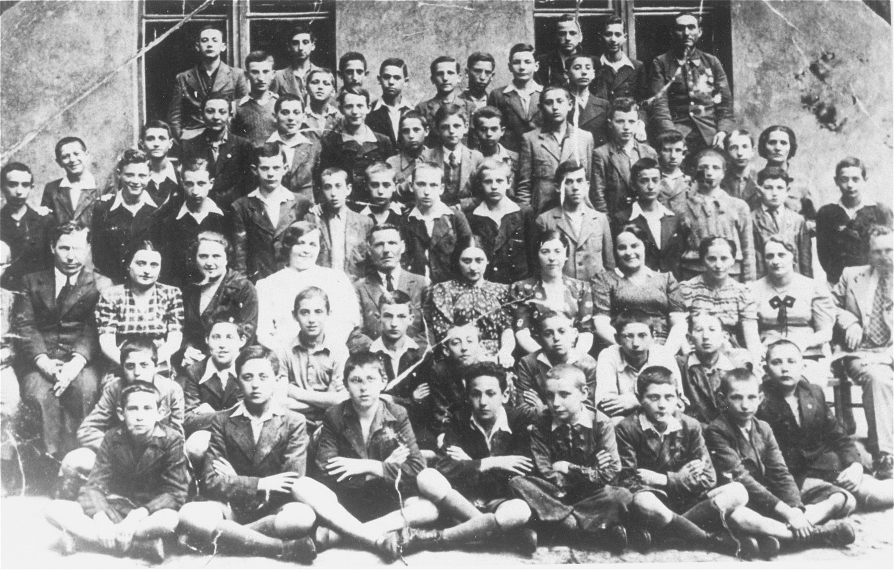 Group portrait of students in Class VII during their final semester at the Jewish public school no.121 (known as Konstadt) in Lodz.    Among those pictured is Solly Perel (second row from the front, second from the left).