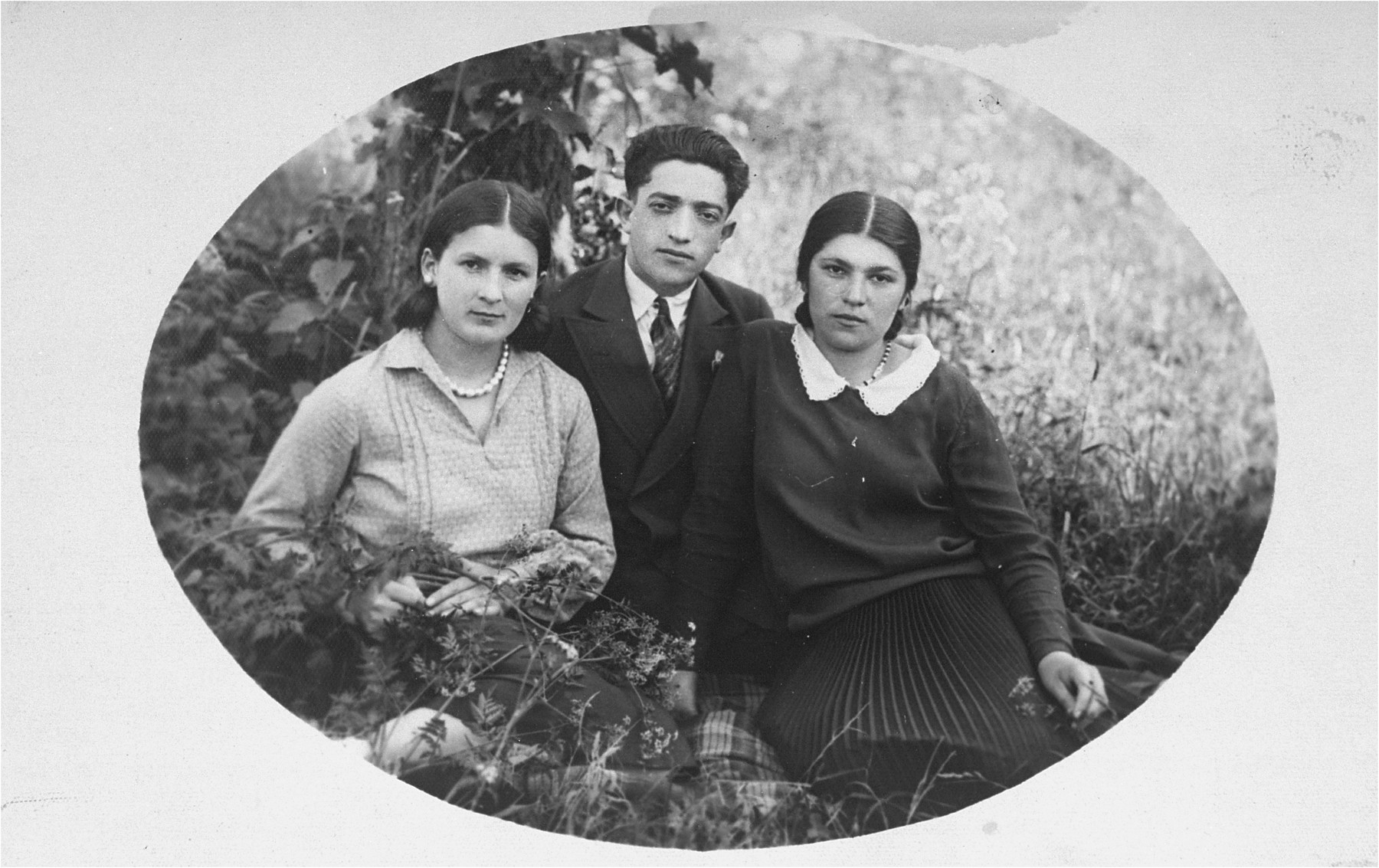 The donor's father, Eliezer Kaplan, poses with a two female friends in Lithuania.