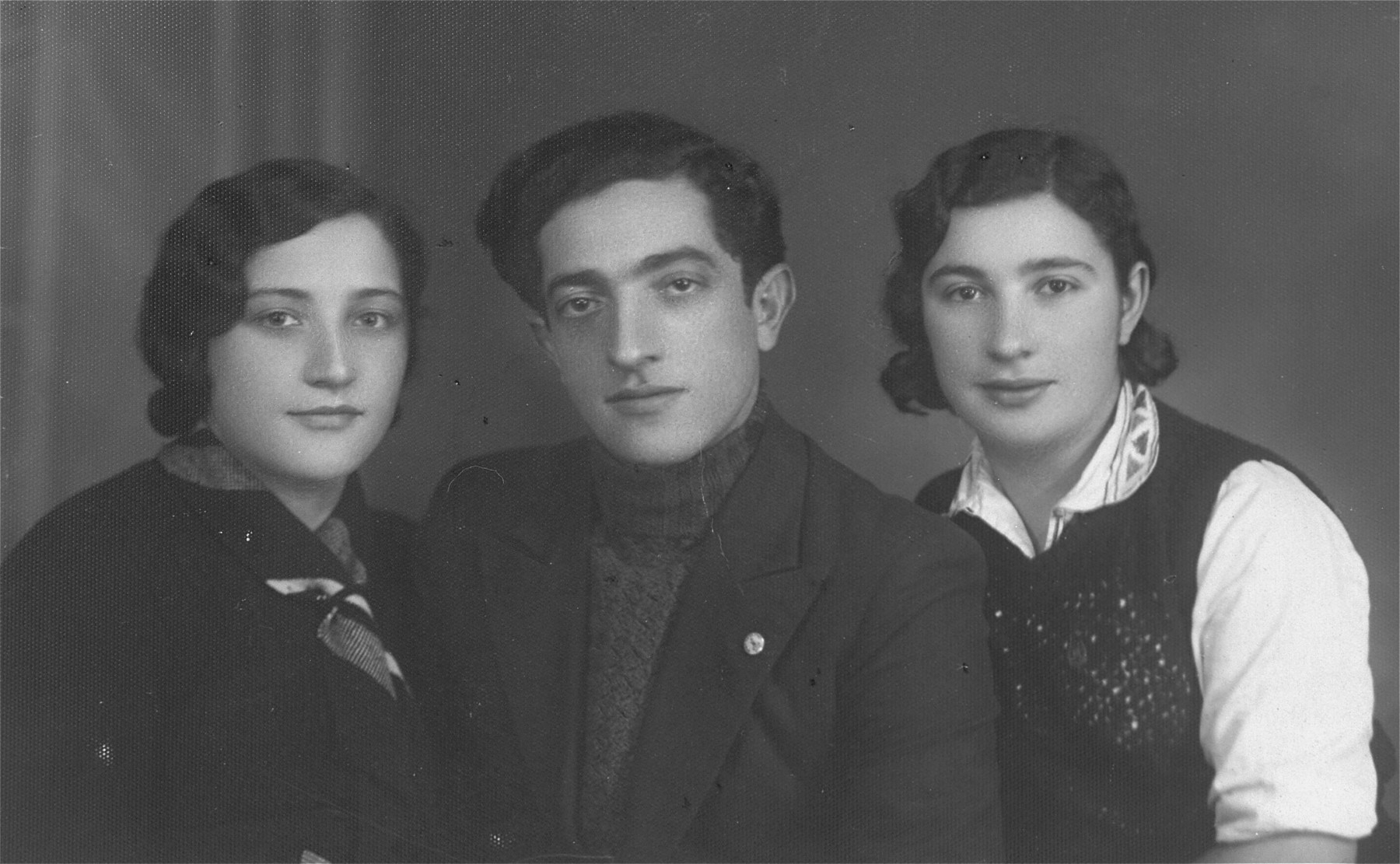 The donor's father, Eliezer Kaplan poses with two friends from the Zionist movement in Lithuania.