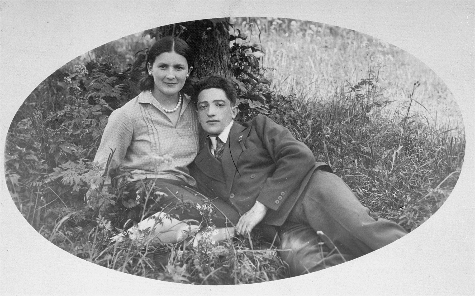 The donor's father, Eliezer Kaplan, poses with a female friend in Lithuania.