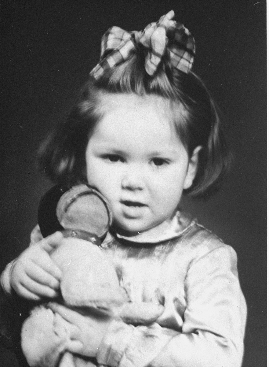 Portrait of Henia Wisgardisky in the Kovno ghetto holding a doll.