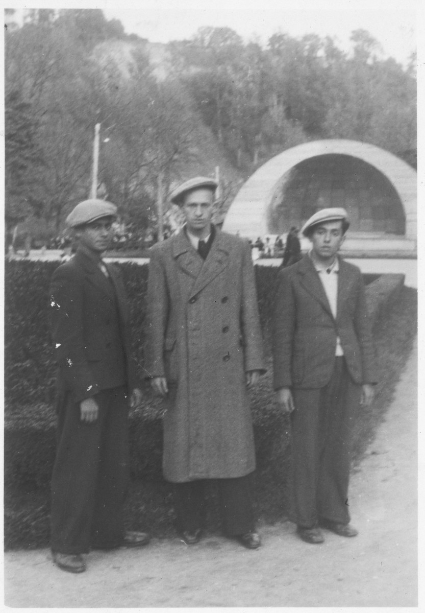 Three students from the Mir yeshiva pose in a park in Vilna.   Among those pictured are Mordke Tevye Totenberg and Yaakov Ederman.