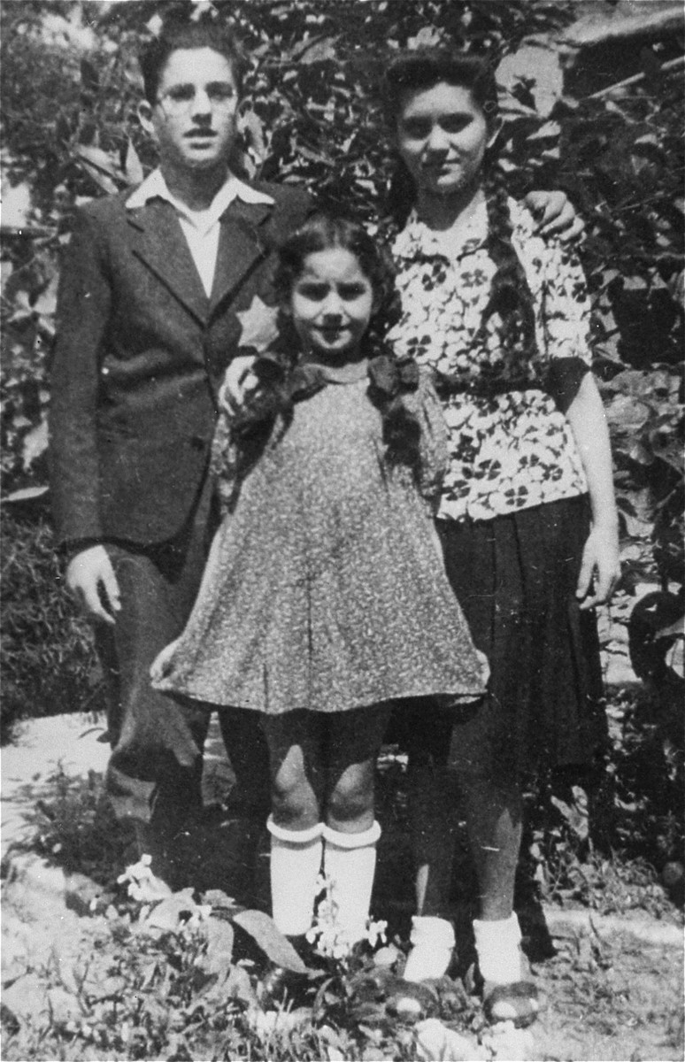 Portrait of Laszlo (Leslie) Aigner wearing a Jewish star and his sisters Elisabet and Marika, in Nove Zamky.