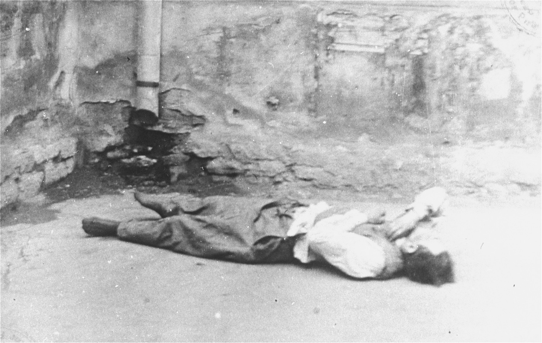 The body of a Jewish man killed during the Iasi pogrom.