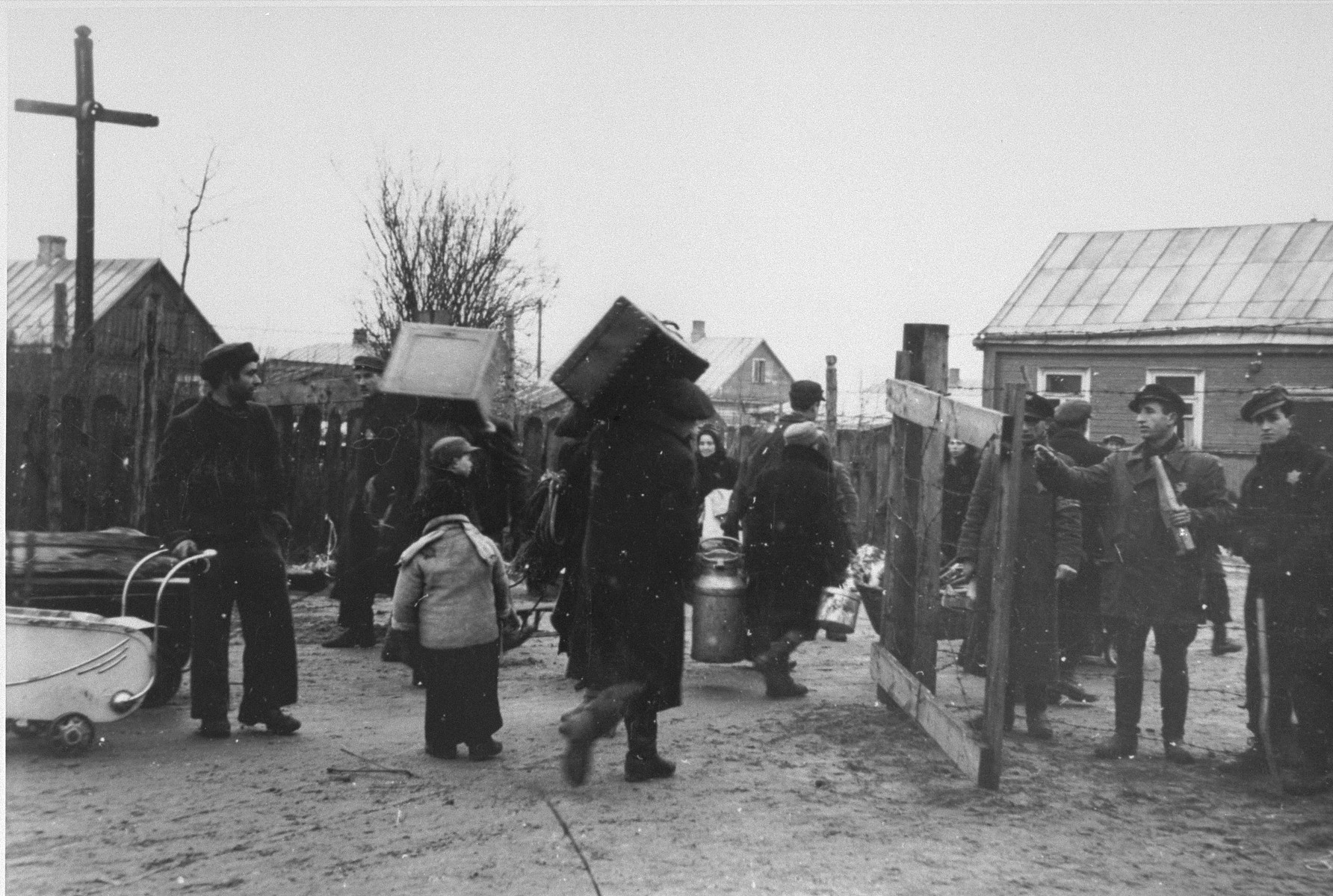 Jews move into the Kovno ghetto.   Among those pictured are Abe Malnik (on the right) and Yankel Kaplan (second from the right), a ghetto firefighter.