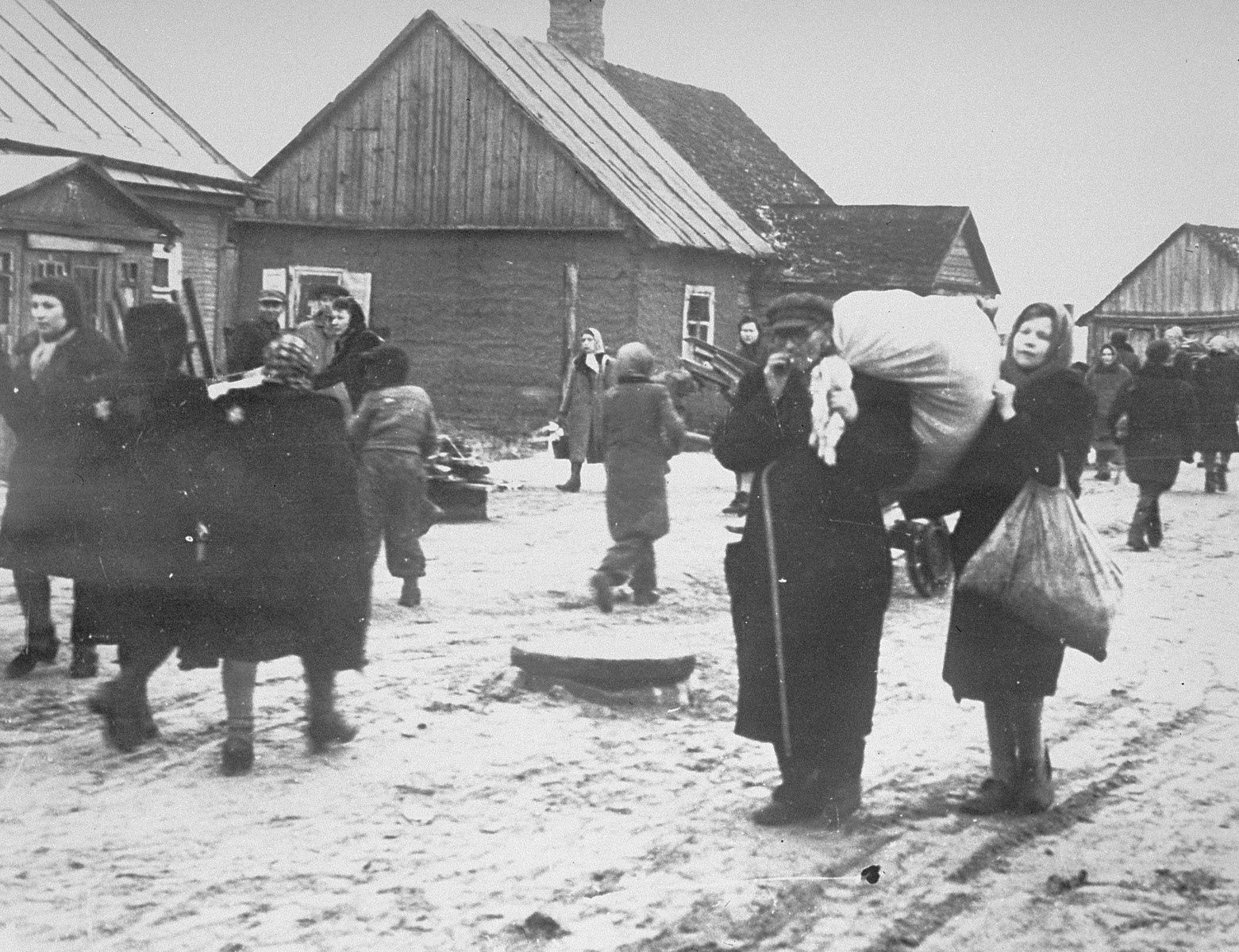 Jews move their household belongings into the Kovno ghetto.  [oversized photo]
