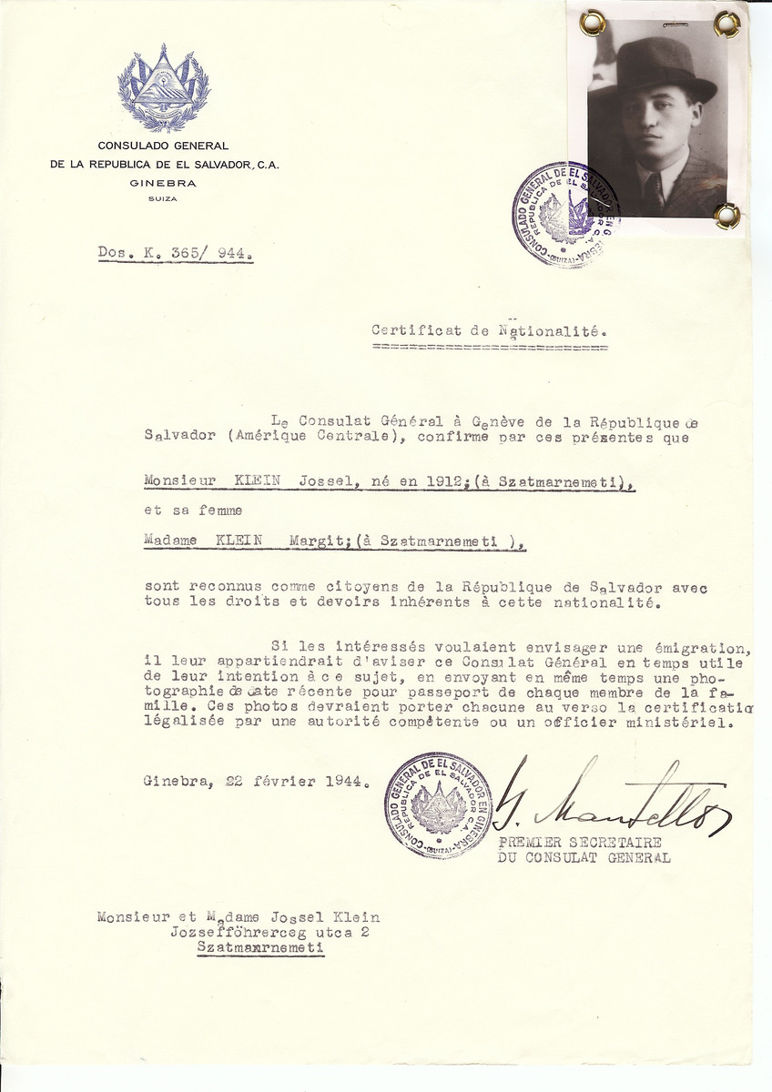 Unauthorized Salvadoran citizenship certificate issued to Jossel Klein (b. 1912 in Satu Mare) and his wife Margit Klein by George Mandel-Mantello, First Secretary of the Salvadoran Consulate in Switzerland and sent to their residence in Satu Mare.