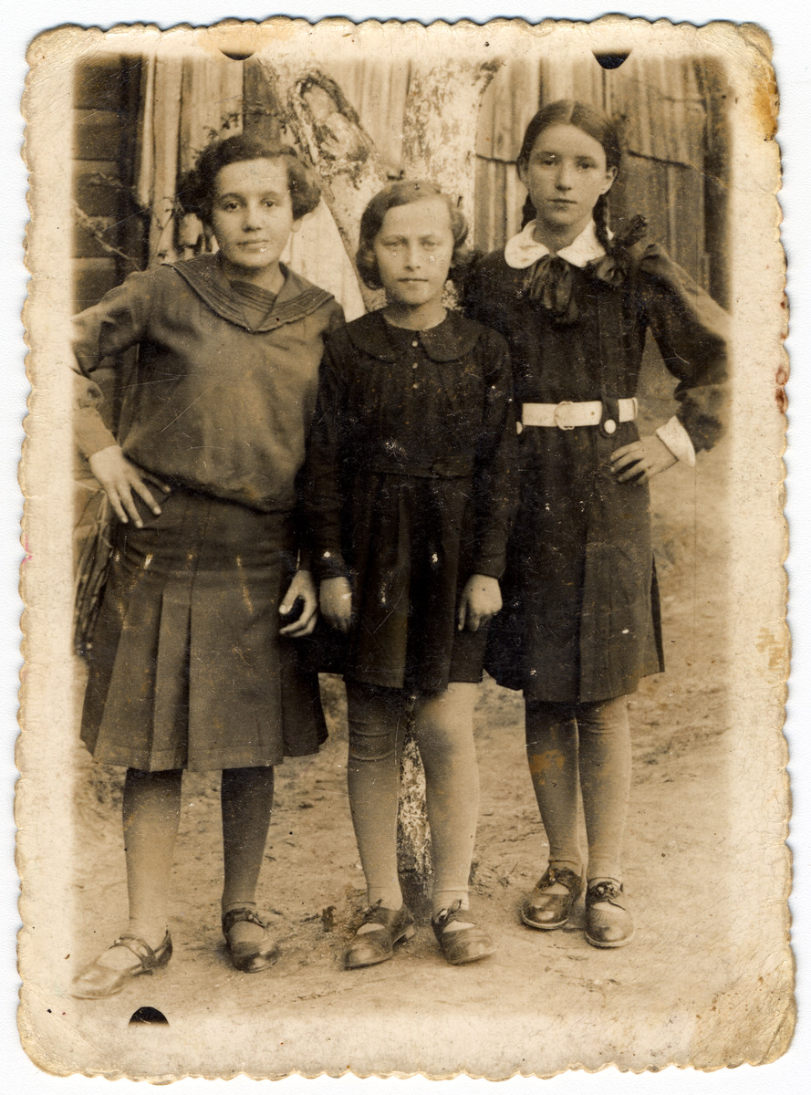 Three young women pose on a street in Pulawy.  Elcia Rechenman is pictured in the center.