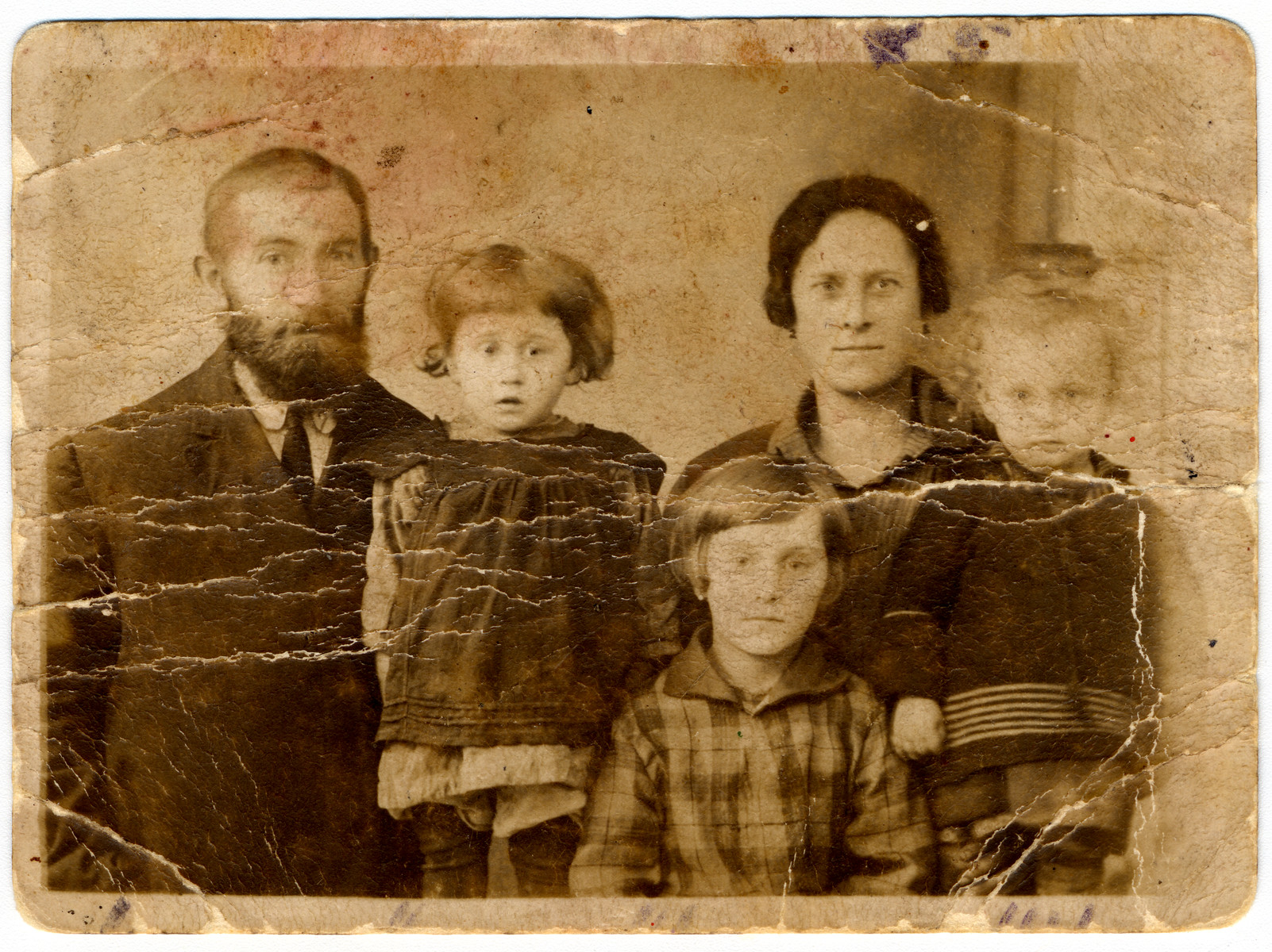 Prewar portrait of the Rechenman family in prewar Pulawy.  Pictured from left to right are Shmuel, Bayla Gitel, Yocheved, Ruchel and Elcia.
