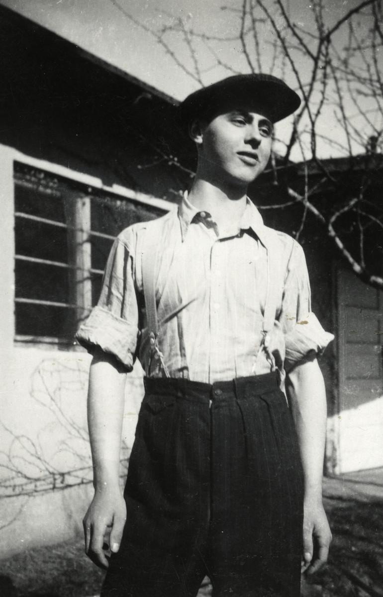 Close-up portrait of David Schaechter at the yeshiva in Debrecen.