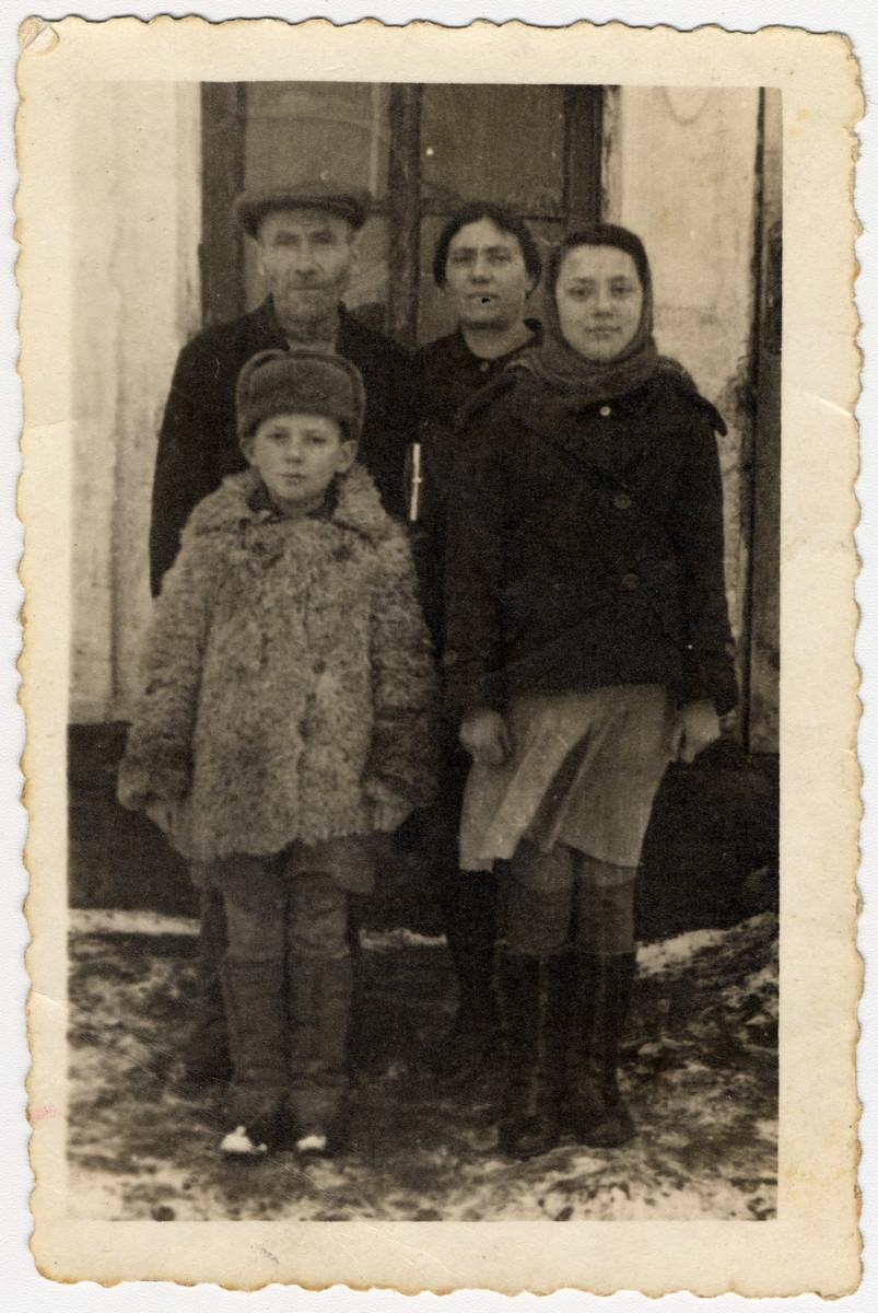 Portrait of the family of Reuven Bronshtein in the Zhmerynka ghetto in Transnistria.