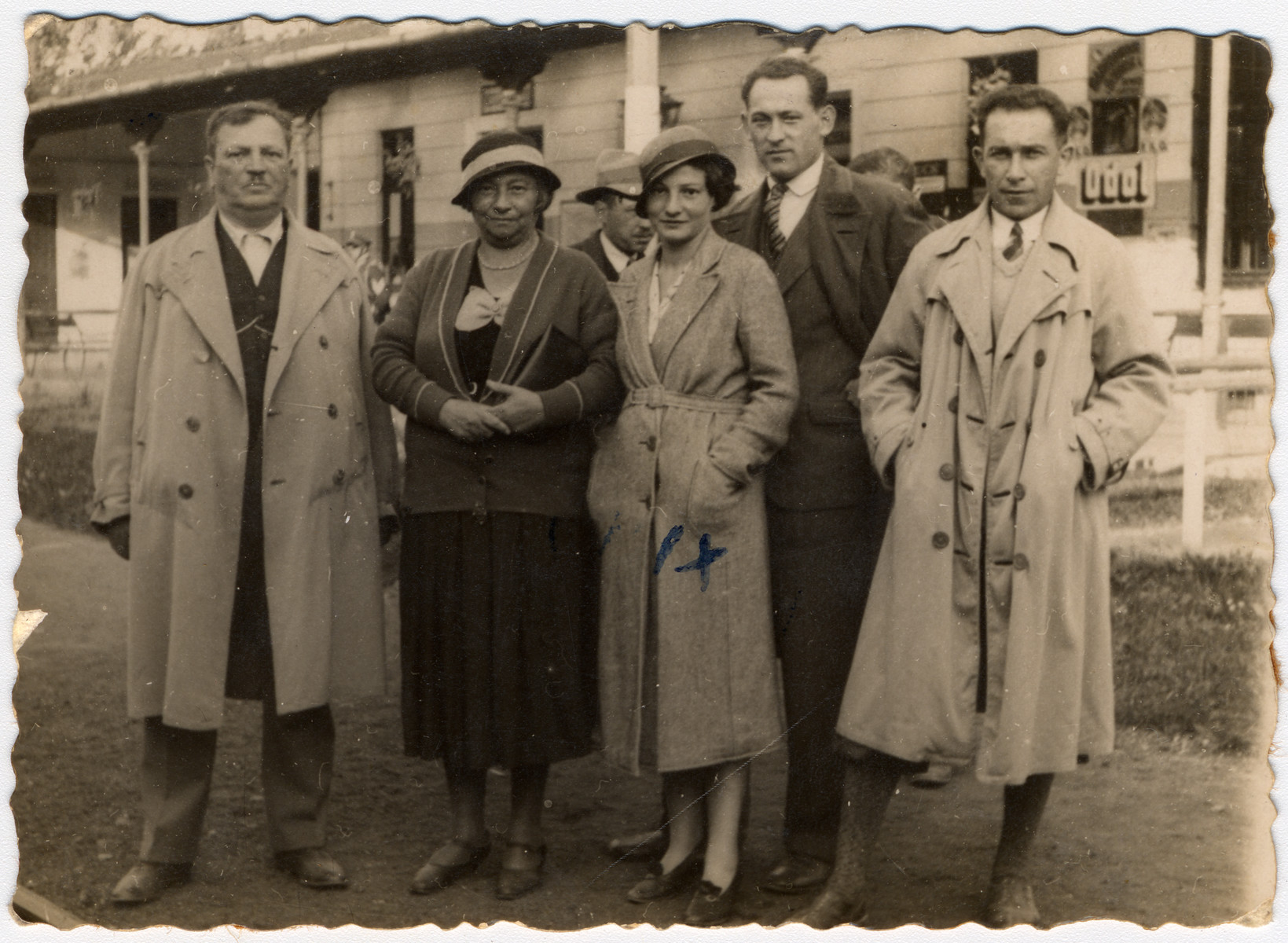 Family portrait of Stefan and Regina Schreiber (left), Isaac and Olga Litman (center), and Luciek in prewar Poland.