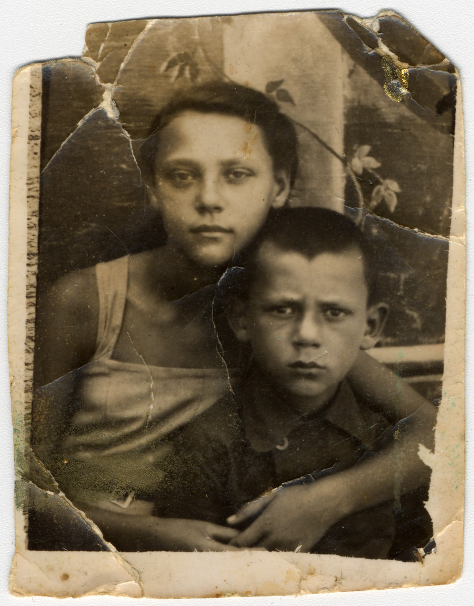Portrait of Reunven Bronshtein and his sister.