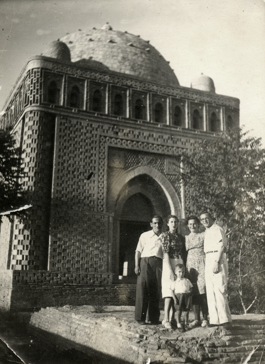 The Markowicz family, Lonya Amster and Israel Greenbaum visit the Ismail Samani Mausoleum in Bukhara.