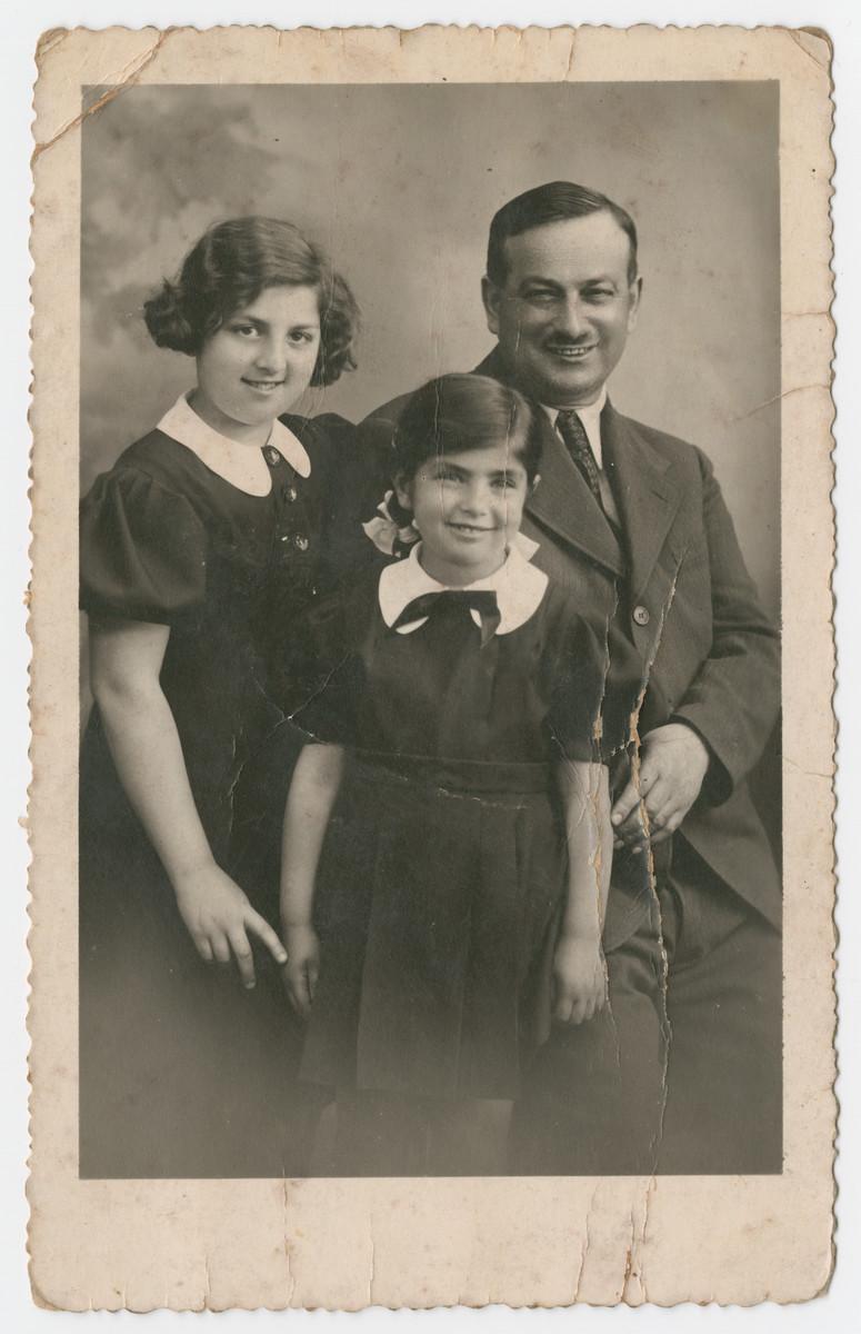 Studio portrait of Fritz Wertheimer and his daughters Miriam and Hanka.