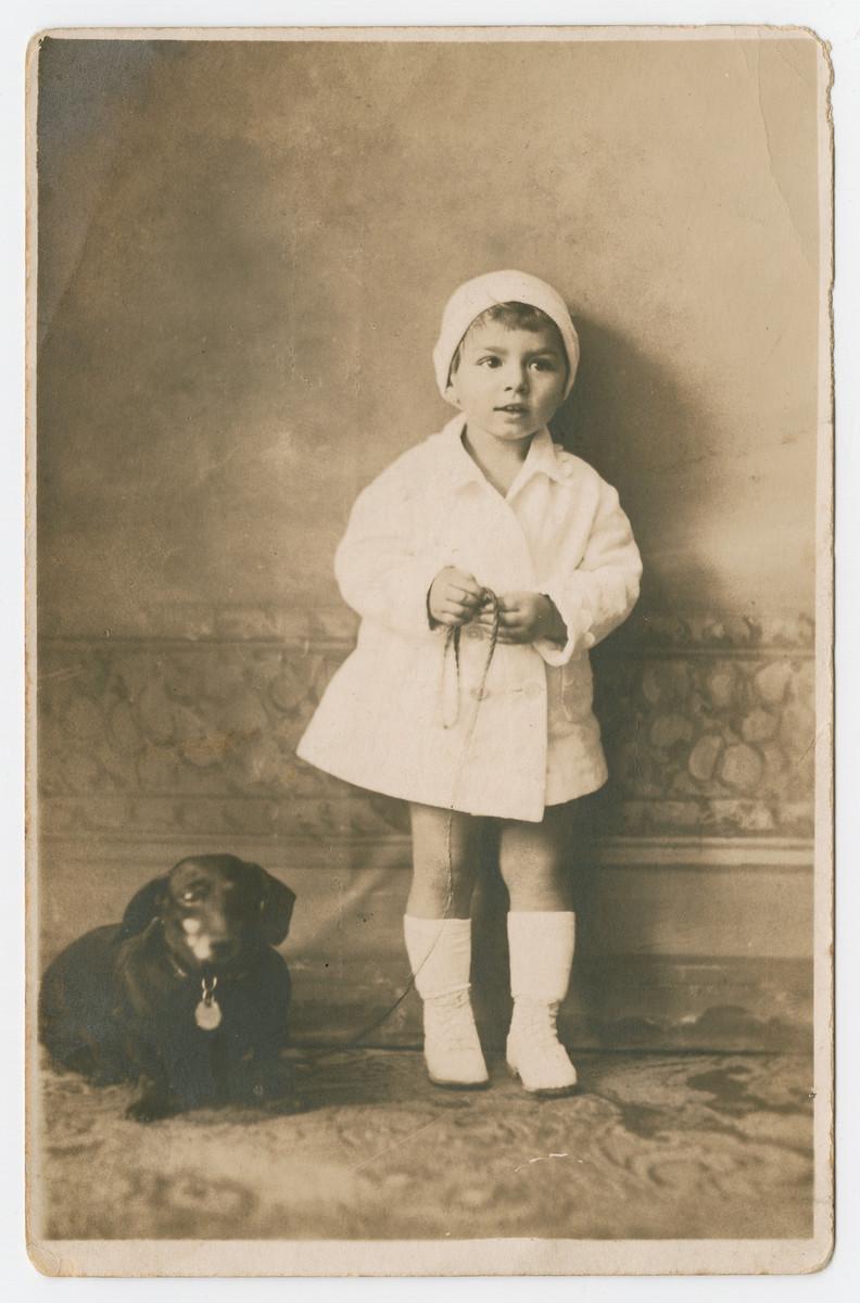 Close-up portrait of Hela Wertheimer and her dog.
