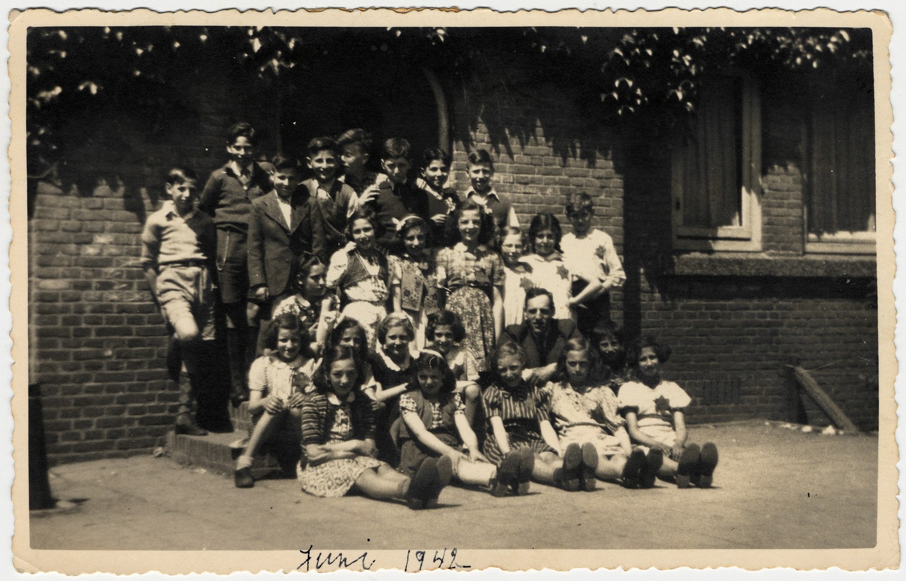 Group portrait of children in the Jewish school in The Hague.  Among those pictured is Clary Vromen.
