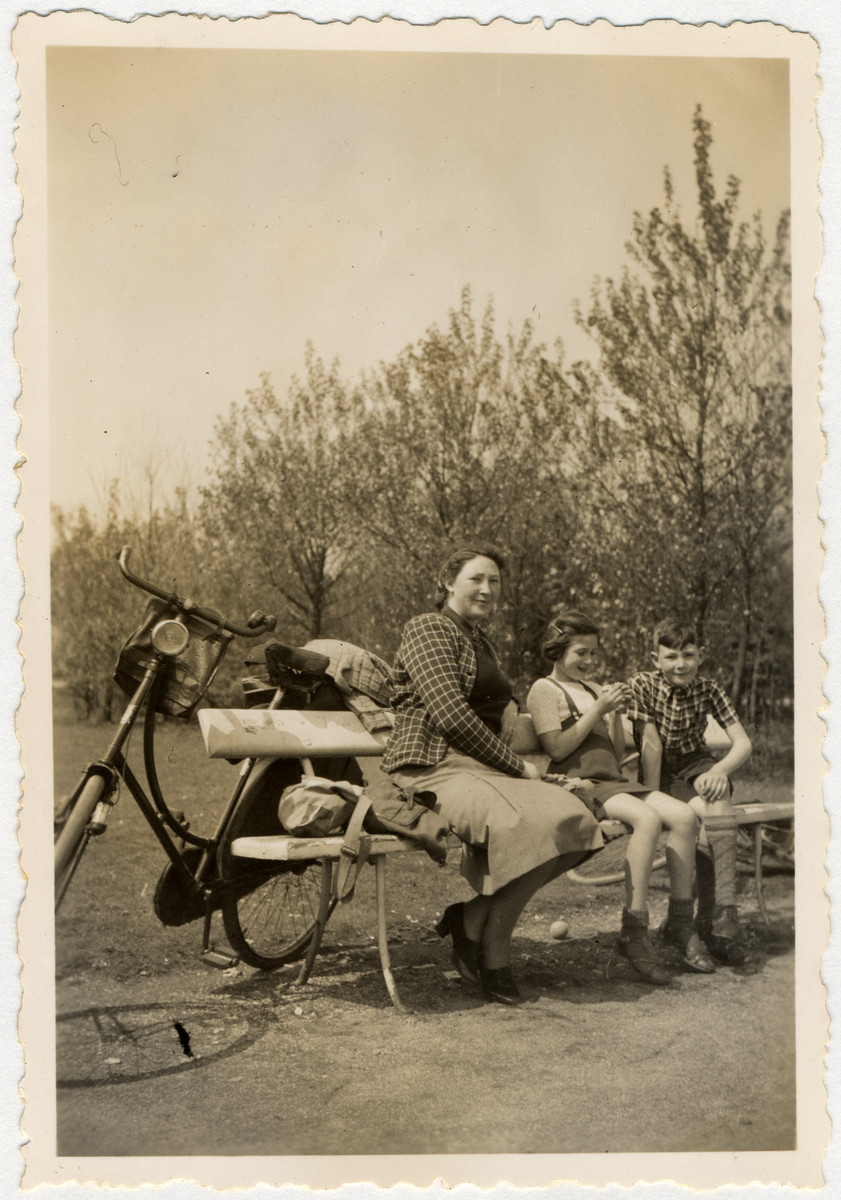 A Dutch Jewish mother goes for a bicycle ride with her two children.  Pictured are Minnie Vromen van Dam and Clary and Jaap Vromen.