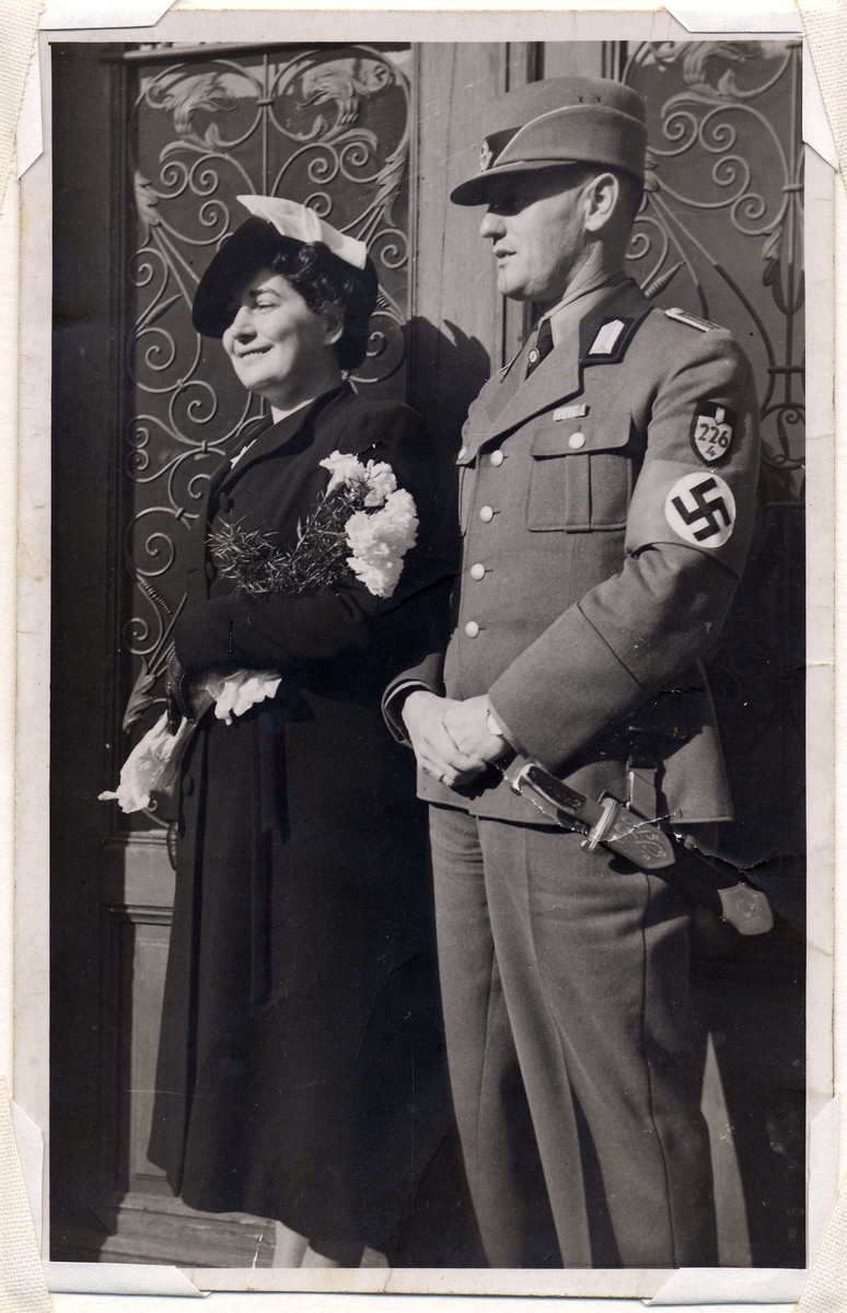 An unknown member of the German labor corps pictured with a woman, probably his wife.