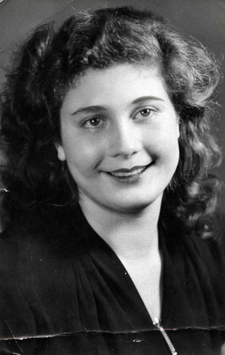 Studio portrait of Regina Anders Steinitz sent to her father, Simon Welner after the war.