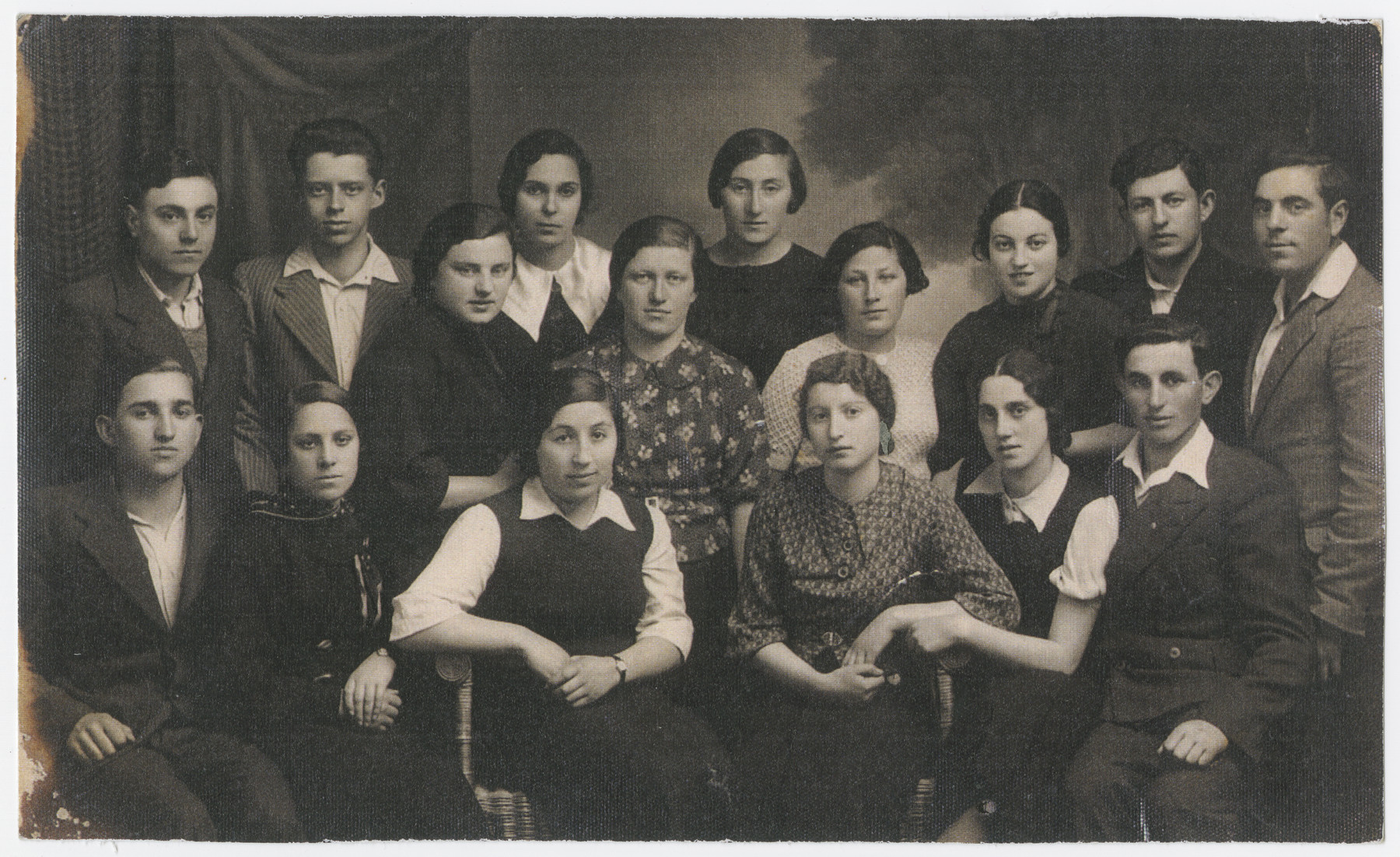 Group portrait of the students in the Hebrew Gymnasium in Jurbarkas, Lithuania.