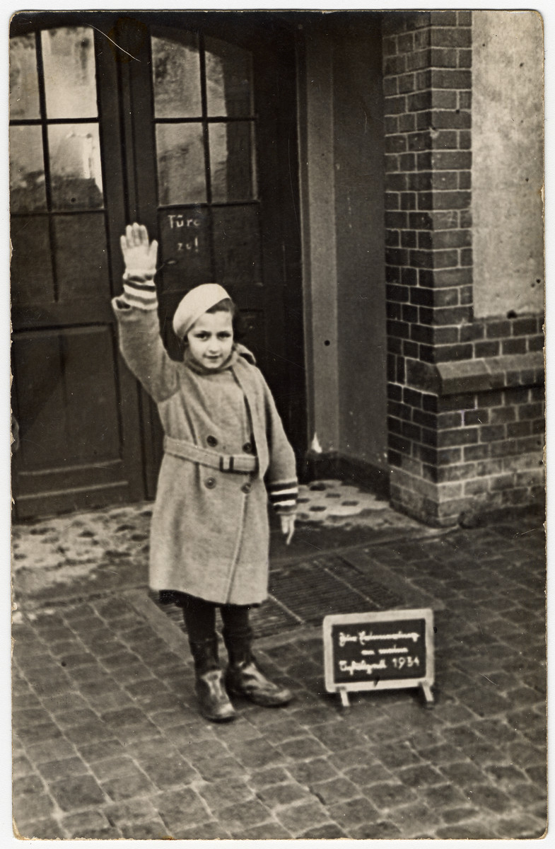 Alice Rosenthal, a Jewish girl, is forced to give a Hitler salute for her school photograph.