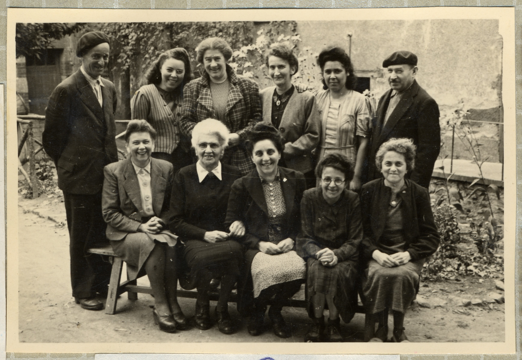 Staff of the OSE home, Poulouzat.