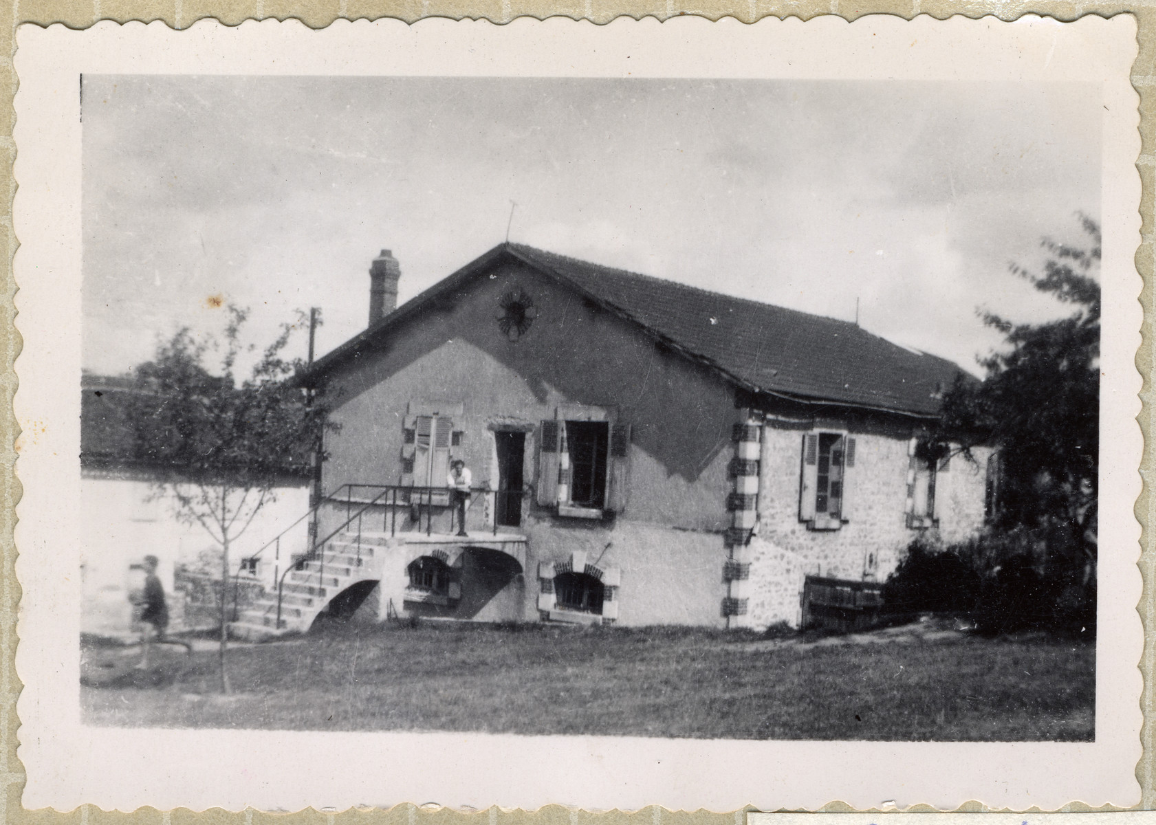 Exterior view of the OSE home, Poulouzat.