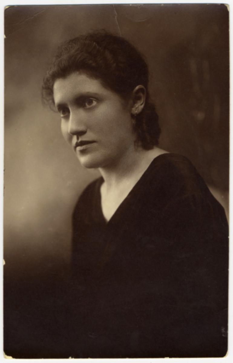 Studio portrait of Roselshe (Hypechke) Revinsky, the sister of Louis Wolf.